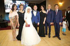 Adana Büyükşehir Belediye Başkanı Hüseyin Sözlü, manevi kızı Saniye Binboğa ile Aydın Yıl'ın nikahını kıydı. GÖRKEMLİ TÖRENLE DÜNYA EVİNE GİRDİLER  Adana Büyükşehir Belediye Başkanı Hüseyin Sözlü, manevi kızı Saniye Binboğa ile Aydın Yıl'ın nikahını kıydı. Sular VIP'de görkemli bir törenle gerçekleşen nikaha Biboğa ve Yıl ailelerinin yakınları ve çiftin dost ve sevenleri katıldı. ''NE …
