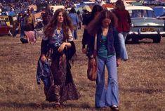 Kombi Hippie, 70s Hippie, Hippie Vibes, Happy Hippie, Hippie Style, Hippie Boho, 70s Outfits, Hippie Outfits, Isle Of Wight Festival