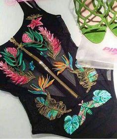 Altra marca e costumi che adoro è #pinupstar sono fantastici !!!!! Qesto io lo userei anche sotto i jeans per una serata in disco speciale o con gli short per un aperitivo #pinupstars #bikini #estate #summer # mare #see #modamare #flower #flowers #black #color #colors #Pink #Yellow #Green #costume #now #fashion #style #fashionstyle #fashiongram #fashionista #cute #couple #adorable #chic #sweet #PaolaeRosa #Brindisi #shopinbrindisi