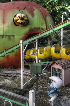 LunEur (Luna Park Permanente di Roma) was the largest amusement park in Rome, Italy. Closed in 2008 ✯ ωнιмѕу ѕαη∂у