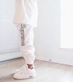 WEBSTA @ solelysneakers - All White Everything. ⚪ Rate this fit 1-10.⠀Tags: #SolelySneakers • #Supreme • #AirJordan4Photo: @rayp_photos