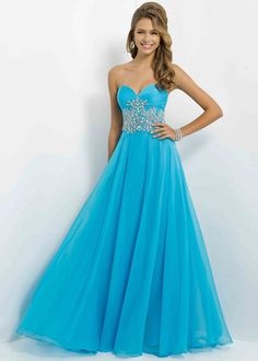 Glittering sequins add pizzazz to the fitted bodice and dazzle to the flirty short skirt on this turquoise blue short prom dress.