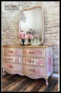 shabby chic home decor uk Shabby Chic Bed Frame, Shabby Chic Bedrooms, Shabby Chic Homes, Shabby Chic Furniture, Shabby Chic Decor, Vintage Furniture, Furniture Logo, Painted Furniture, Home Furniture