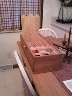 Drool.  Box loom with removable drawers.  Completely self-contained, with lid.