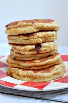 Fluffy Peanut Butter Pancakes Recipe Quick Healthy Breakfast Ideas & Recipe for Busy Mornings Peanut Butter Pancakes, Chocolate Chip Pancakes, Peanut Butter Recipes, Peanut Butter Breakfast, Chocolate Chips, Coconut Pancakes, Fluffy Pancakes, Pancakes And Waffles, Breakfast Dishes