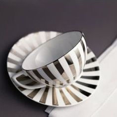 Wedgewood / Jasper Conran Platinum: Love this design! If I could have all my dishes like this, that would be lovely :)