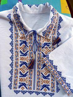 Традиційна чоловіча українська вишиванка з от VyshyvankaStyle