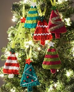 Free knitting pattern: Tiny, darling trees to hang on your own holiday tree!.