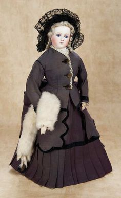 De Kleine Wereld Museum of Lier: 82 Superb French Bisque Poupee with Gorgeous Face and Original Costume