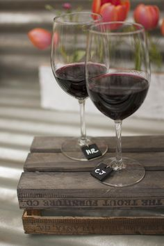 Your guests can easily identify their wine glass with our chalkboard wine charms. Available in a set of 6.  #winecharm #entertaining