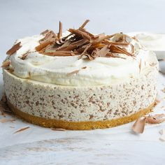 "Baileys by Sanni - ""Yummiest cheesecake ever.and making now for Christmas - with 50 ml of Baileys! Baileys Torte, Baileys Cheesecake, Cheesecake Recipes, Dessert Recipes, Chocolate Cheesecake, Delicious Desserts, Yummy Food, Digestive Biscuits, Sweet Pie"