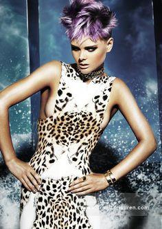 JOEY Scandizzo Kurze Silber weiblich Gerade Farbige Multi-tonalen Spikey Lila Australian Womens Frisuren hairstyles