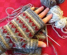 stickat och vrickat: Allra sista.. Wrist Warmers, Hand Warmers, Fingerless Mittens, Mitten Gloves, Yarn Crafts, Twine, Knit Crochet, Socks, Knitting