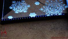 O acrílico tem um efeito impressionante quando ele possui gravação a laser e iluminação de LED.  The acrylic has a stunning effect when he has a laser engraving and LED lighting.