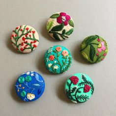 "3,630 Me gusta, 56 comentarios - CREAMENTE • embroidery • (@defnegunturkun) en Instagram: ""I made these buttons last year and by looking at them, I want to make more florals 🌺🌱🌿~ #embroidery…"""