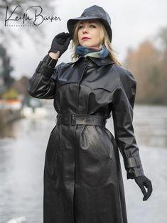 Rubber Raincoats, Bronze, Rain Gear, Models, Black Rubber, Leather Gloves, Winter Jackets, Glamour, London