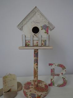 Between desires and whims: Birdhouse with cardboard box Christmas Is Coming, Bird Houses, Painting On Wood, Baby Shower, Birds, Outdoor Decor, Projects, Crafts, Home Decor