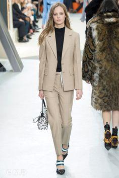 팬츠 수트 입는 여자   Vogue.com