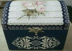 Jewellery Boxes, Jewelry, Old Trunks, Decoupage Box, Wooden Boxes, Painting On Wood, Pewter, Home Furnishings, Decorative Boxes