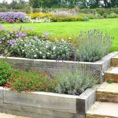 Gardening Autumn - inexpensive but really effective- sleeper construction raised garden beds - With the arrival of rains and falling temperatures autumn is a perfect opportunity to make new plantations Sleepers In Garden, Raised Garden Beds, Raised Patio, Raised Planter, Raised Beds Sleepers, Raised Flower Beds, Landscape Design, Garden Design, Landscape Stairs