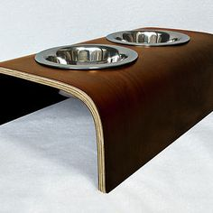 Marca especializada em móveis com design contemporâneo para seu pet. Cama para cachorro, caminha para gato, arranhador gatos, comedouro pet e acessórios