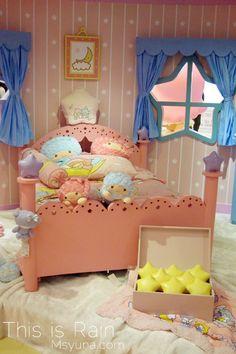 [隨拍] Little Twin Stars Starry Party // Mikiki @ This is Rain :: 痞客邦 :: Star Bedroom, Room Ideas Bedroom, Room Decor, Little Girl Rooms, Little Babies, Baby Kids, Hello Kitty House, Casting Kit, Kawaii Room
