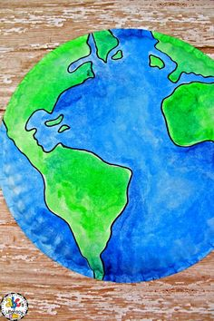 Are you looking for a fun project for your students to make on Earth Day? This Paper Plate Earth Craft is a colorful and creative way to celebrate the April holiday. Hang around these simple Paper Plate Earth Crafts around your classroom for a simple and festive decoration for Earth Day! Click on the picture to print the free Earth template and learn how to make this Earth Day craft with your preschoolers, kindergartners, first graders, or second graders! #earthdaycraft #paperplateearthcraft