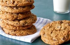 Make Martha Stewart s Extraordinary Chocolate Chip Cookies from the North American Cookie episode of Martha Bakes. Best Chocolate Chip Cookies Recipe, Chip Cookie Recipe, Cookie Recipes, Dessert Recipes, Chocolate Chips, Cookie Ideas, Baking Recipes, Cookie Brownie Bars, Cookie Desserts