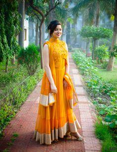 OOTD: Chic anarkali by Soltee  http://www.indianfashionandlifestyle.com/2015/03/ootd-chic-anarkali-by-soltee.html #fashion #anarkali #bridesmaid #wedding #indianfashion #designerdress #dress