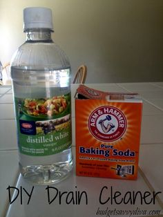 DIY Drain Cleaner : pour cup baking soda into drain; pour cup vinegar into drain and immediately cover; let sit for 30 minutes then remove cover and let hot water run through drain for minutes. Cleaners Homemade, Diy Cleaners, House Cleaners, Drain Cleaner, Keep It Cleaner, Vinegar Cleaner, Cleaning Solutions, Cleaning Hacks, Deep Cleaning