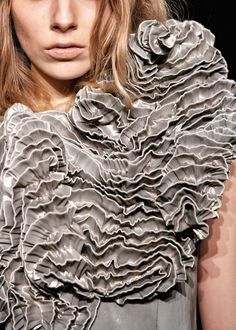Iris van Herpen S/S it looks like a nasty mushroom is growing there. Iris Van Herpen, Textile Texture, Textile Fabrics, Textile Art, Fabric Textures, Fashion Design Inspiration, Style Inspiration, Moda Fashion, Fashion Art