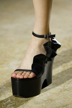 c89503552d2ee3 Dries Van Noten Spring 2016 Ready-to-Wear Accessories Photos - Vogue Ugly  Shoes