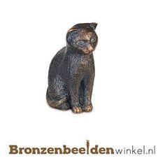 Dierenbeeld van een kat in brons met veel detail afgewerkt. #kattenbeeld #beeld kat #bronzen kat #beeld poes #tuinbeeld kat Seeds