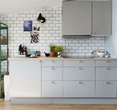 Get ready to be inspired by the latest kitchen design ideas that we have picked for you! Include them in your inspiration list to remodel your kitchen! Kitchen Decor Themes, Home Decor Kitchen, Diy Kitchen, Kitchen Interior, Home Interior Design, Kitchen Design, Grey Ikea Kitchen, Ikea Metod Kitchen, Grey Kitchens