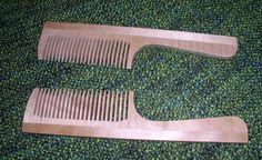 Dřevěný hřeben, spojovaný ze dvou částí, rozměr 19,3 cm x 4,5…