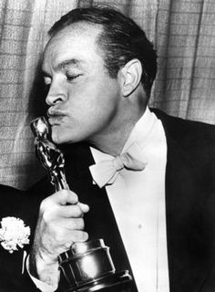 BOB HOPE ~ At the 1952 Academy Awards, Hope won an honorary award for his contribution and service to the motion picture industry. Why it works: It takes a gentleman to pull off a white tie and slicked-back hair. Hollywood Icons, Hollywood Stars, Classic Hollywood, Old Hollywood, Hollywood Glamour, Hollywood Photo, Oscar Academy Awards, Academy Award Winners, Oscar Winners