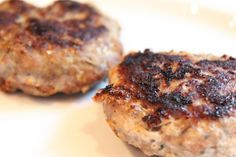 Homemade Turkey Sausage – Can Flash Freeze them uncooked or Cook them first and freeze. FULL RECIPE HERE homemade hamburger patties recipe/. Patty Melt Recipe, Patties Recipe, Grilling Recipes, Cooking Recipes, Freezer Recipes, Homemade Turkey Sausage, Curing Bacon, Turkey Breakfast Sausage, Homemade Hamburgers