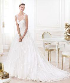 Pronovias presents the 'Layanne' wedding dress. Glamour 2014. | vintage inspired bride