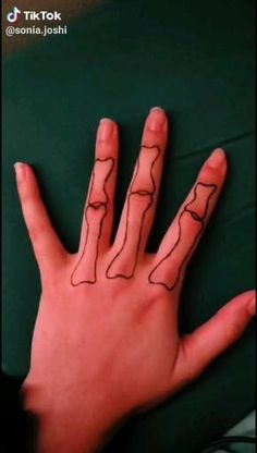 Cool Finger Tattoos, Simple Hand Tattoos, Henna Tattoo Designs Simple, Henna Designs, Sharpie Tattoos, Fake Tattoos, Mini Tattoos, Skeleton Hands Drawing, Skeleton Hand Tattoo