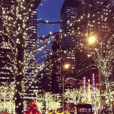 Reminds me of a fab holiday! New York at Christmas time <3