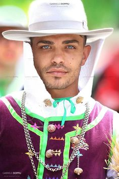 Sardinian man Sardinian People, 23 And Me, European Dress, Country Women, Cultural Diversity, Fine Men, People Of The World, Traditional Dresses, Cowboy Hats
