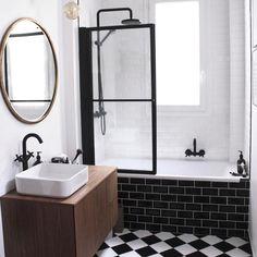 "Spiegel ""caligone"", metall in goldfarben, ø 80 cm goldfarben Am. Toilette Design, Huge Shower, Painting Bathtub, Restroom Design, Inside Home, Messing, Small Bathroom, Home And Family, Interior Decorating"
