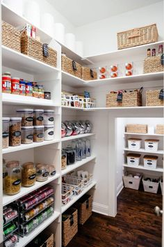 How to create the perfectly organized pantry. So erstellen Sie die perfekt organisierte Speisekammer – poserforum How to create the perfectly organized pantry – poserforum # Kitchen Storage - Pantry Organisation, Pantry Shelving, Kitchen Pantry Design, Kitchen Organization Pantry, Best Kitchen Designs, Diy Kitchen, Kitchen Storage, Organization Ideas, Pantry Ideas