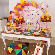 Bom dia com esse lindo Bloquinho de Carnaval!! 🎉🎊 Por @upartsatelie - Olha o bloquinho da Isabel aí minha gente!!! A Bebel, como é… Carnival Birthday Parties, 9th Birthday, Baby Party, I Party, Shark Party, Kids Party Decorations, Neon Party, Party Cakes, Balloons