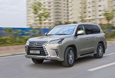 Chiếc SUV cỡ lớn thiết kế mới có thể gây chú ý cho bất cứ ai, đặc biệt là cái giá 5,7 tỷ đồng. Đi LX570, bạn có thể gặp đủ các tình huống từ