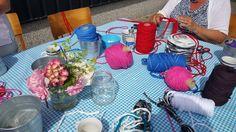 op een heerlijke zomerse morgen maken we een plantenhanger van katoen en kralen....... én macrame
