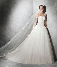 Taya, vestido de novia con pedrería y escote corazón