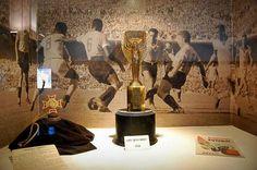 MUSEU DO FUTEBOL - CENTENÁRIO (URUGUAI) - É, sem dúvidas, um dos pontos turísticos mais visitados em Montevidéu. Localizado no estádio Centenário, palco da final da primeira edição de uma Copa do Mundo, tem como objetivo mostrar a história do futebol uruguaio e sul-americano, além, obviamente, de sua seleção, bicampeã mundial. Há, no Museo del Fútbol, uma grande variedade de objetos futebolísticos das primeiras décadas do século XX. Onde: Estádio Centenário, Montevidéu. Horário de visitação…