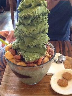 제주에 유명한 빙수 중 하나. 녹차아이스크림 맛이 나투르보다 좋은 듯... (더불어 핀테스트) Matcha Dessert, Bingsu, Korean Dessert, Parfait, Ice Cream, Health, Ethnic Recipes, Sweet, Desserts