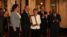 Presidente Medina entrega Premio Nacional Periodismo a Margarita Cordero